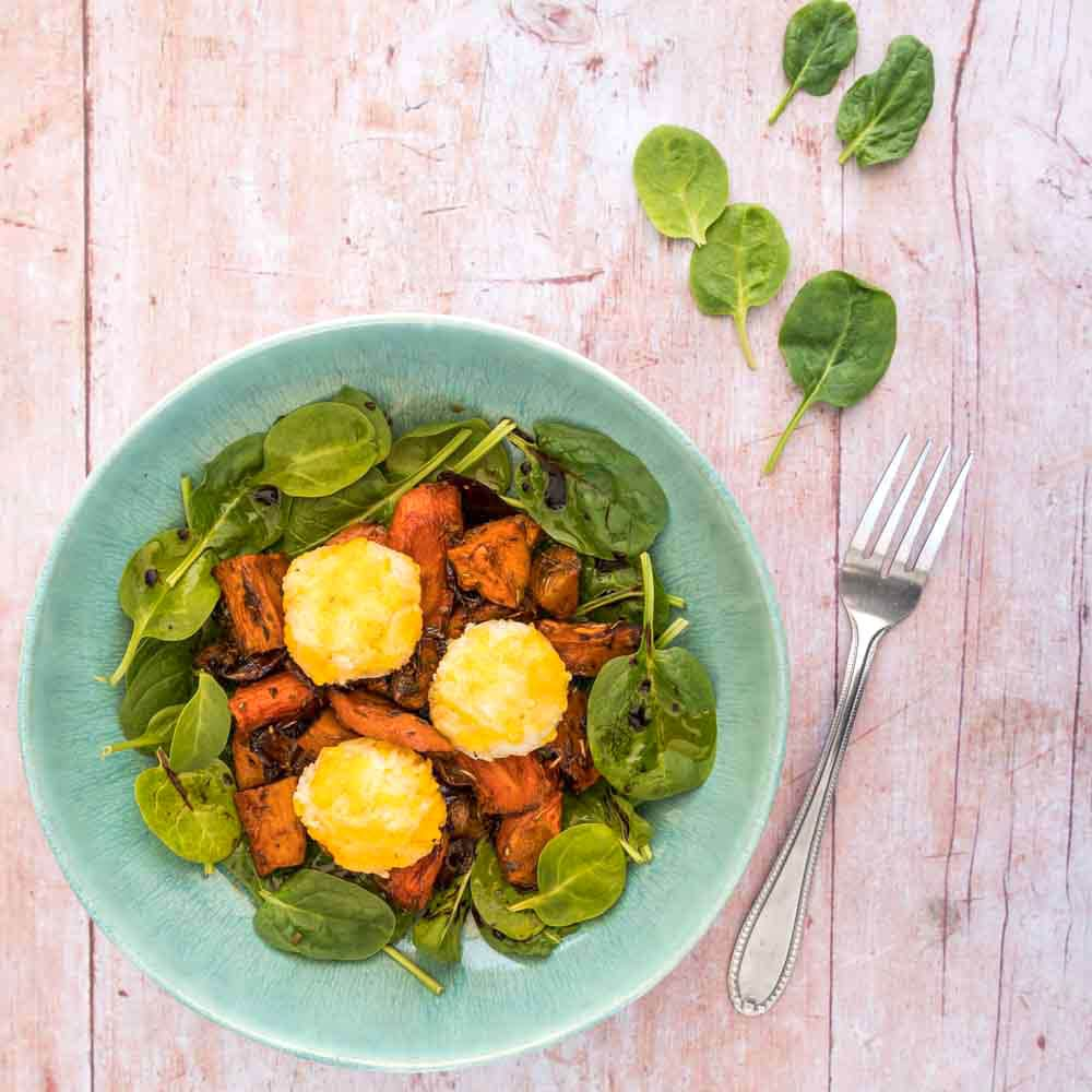 Salade aux légumes rôtis et croquettes de riz au cheddar- la cerise sur le maillot