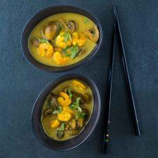 Soupe de crevettes et champignons aux saveurs thaï