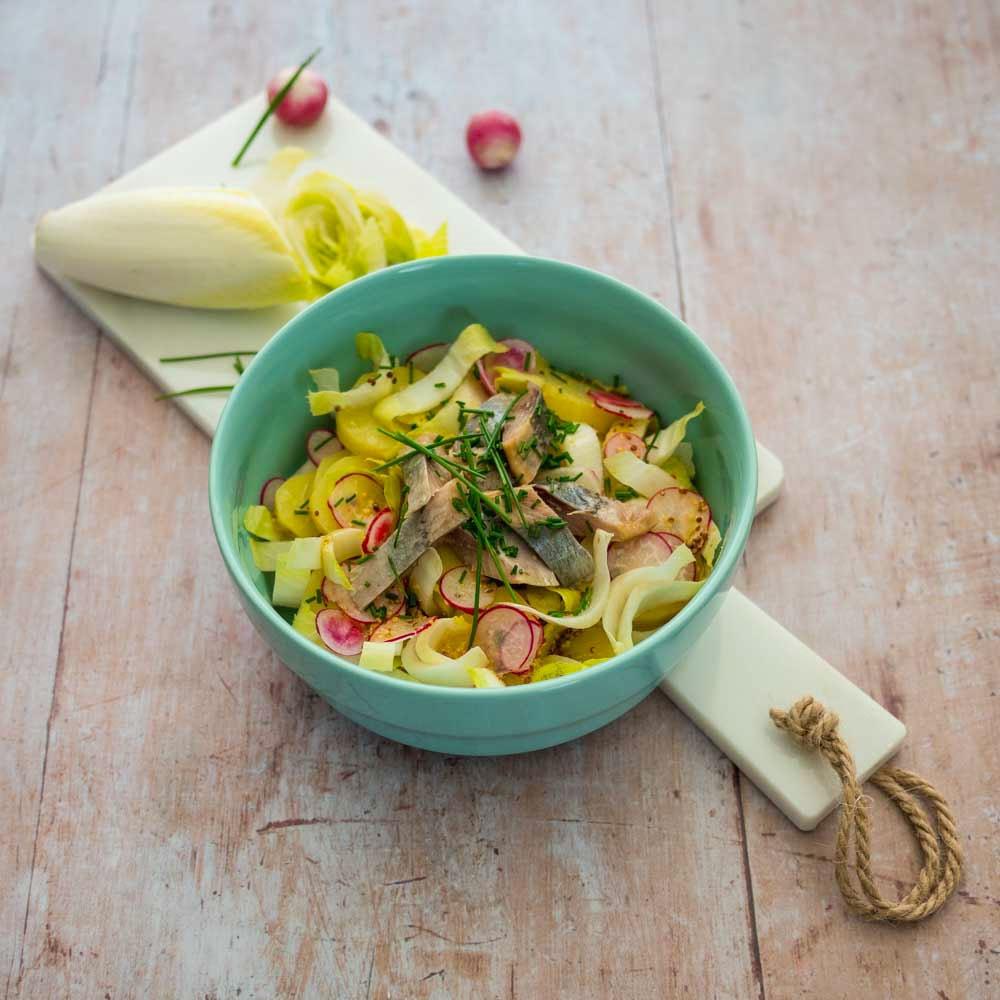 Salade de pommes de terre, endives et hareng - la cerise sur le maillot