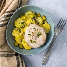 Salade de pommes de terre et merlu en court-bouillon