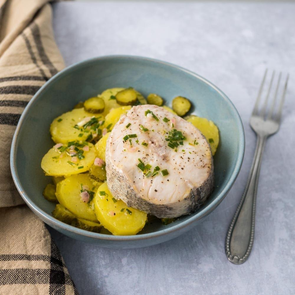 Salade de pommes de terre et merlu en court-bouillon - la cerise sur le maillot