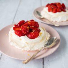 Pavlova aux fraises (allégée en sucre)