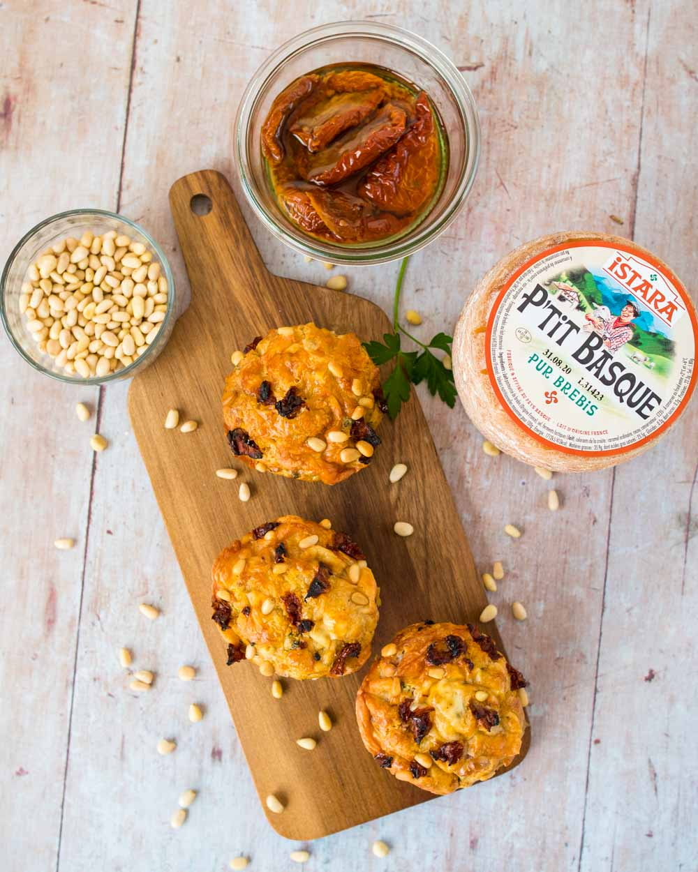 Muffins au P'tit Basque, courgette et tomates confites - la cerise sur le maillot
