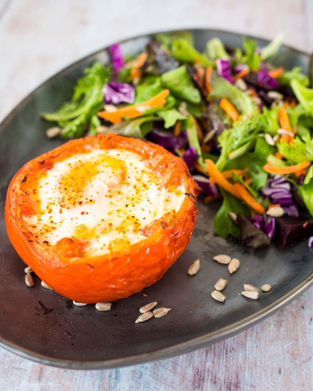 Tomate-œuf cocotte au piment d'Espelette - la cerise sur le maillot