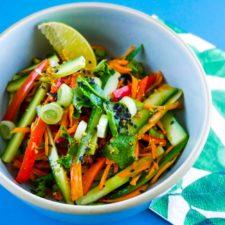 Salade de légumes croquants sauce thaï