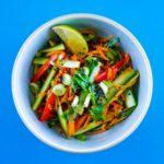 Salade de légumes croquants sauce thaï - la cerise sur le maillot
