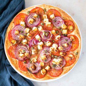 Tarte tomates, oignons rouges et feta - la cerise sur le maillot