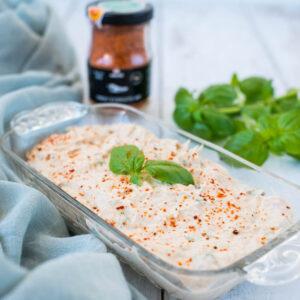 Tartinade au thon à l'huile d'olive, basilic et piment d'Espelette - la cerise sur le maillot