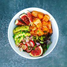 Poke bowl au saumon et à la figue