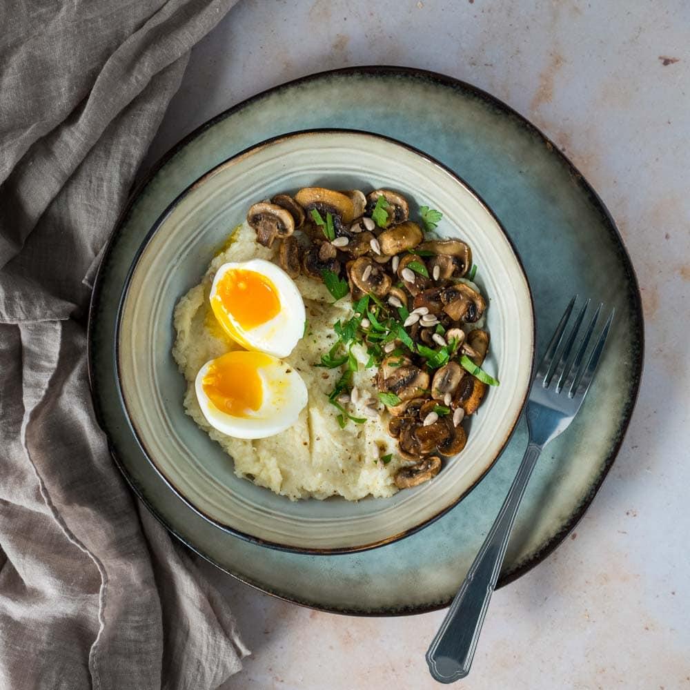 Purée de chou-fleur au fromage, champignons et œuf mollet - la cerise sur le maillot