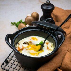 Œufs cocotte à la patate douce et aux champignons - la cerise sur le maillot