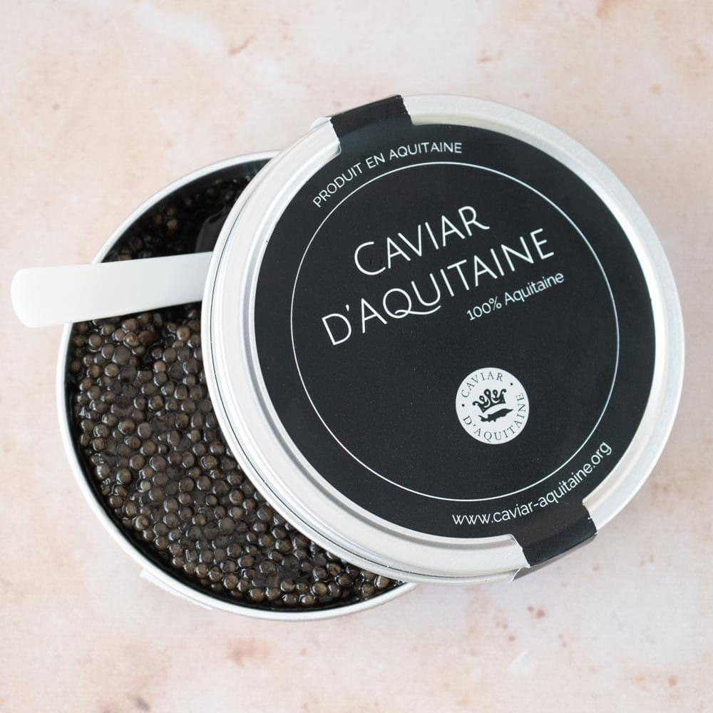 Pancakes aux pommes de terre et caviar d'Aquitaine - la cerise sur le maillot