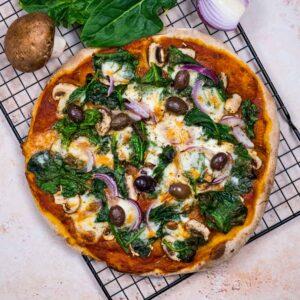 Pizza végétarienne d'hiver - la cerise sur le maillot
