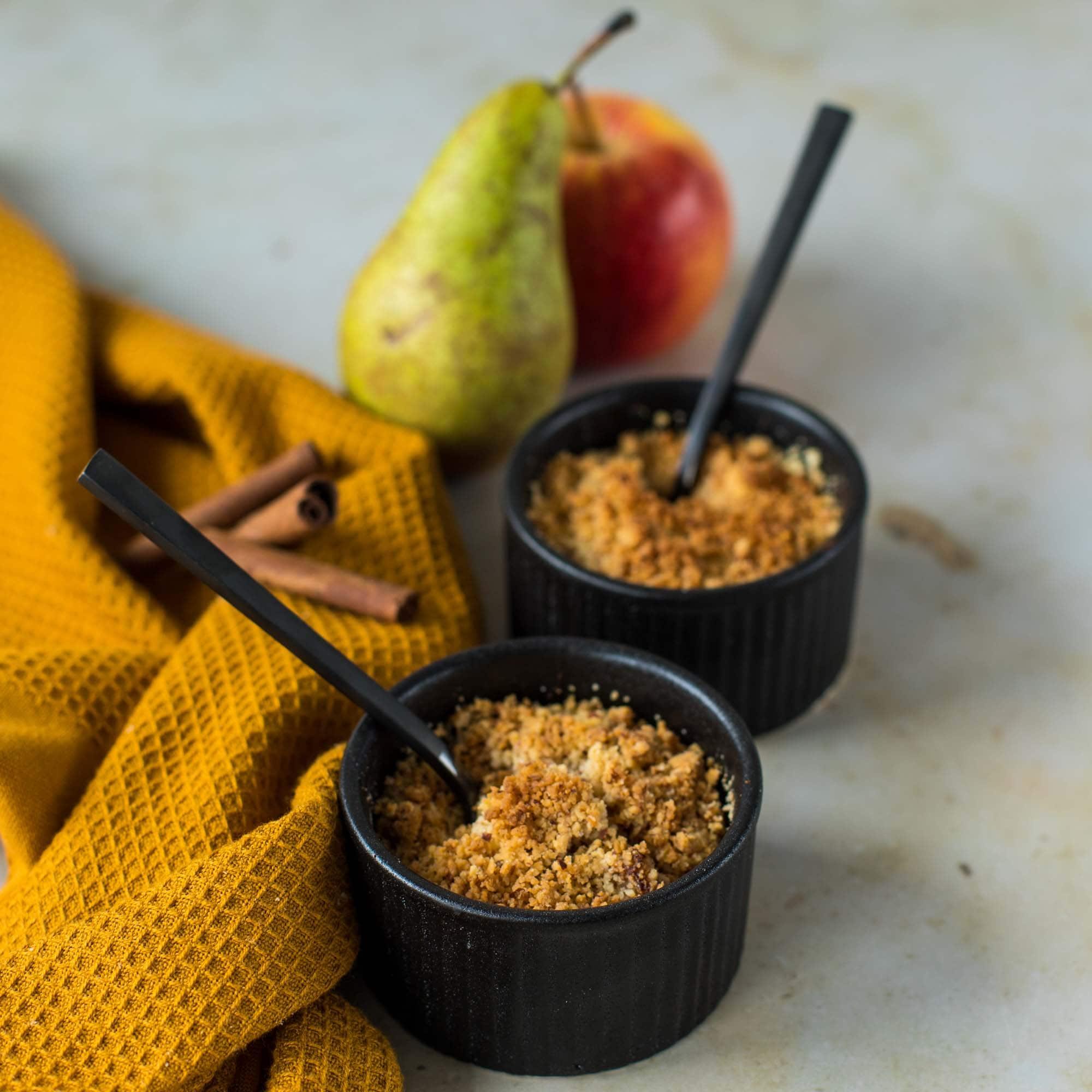 Crumble pomme-poire à la cannelle - la cerise sur le maillot