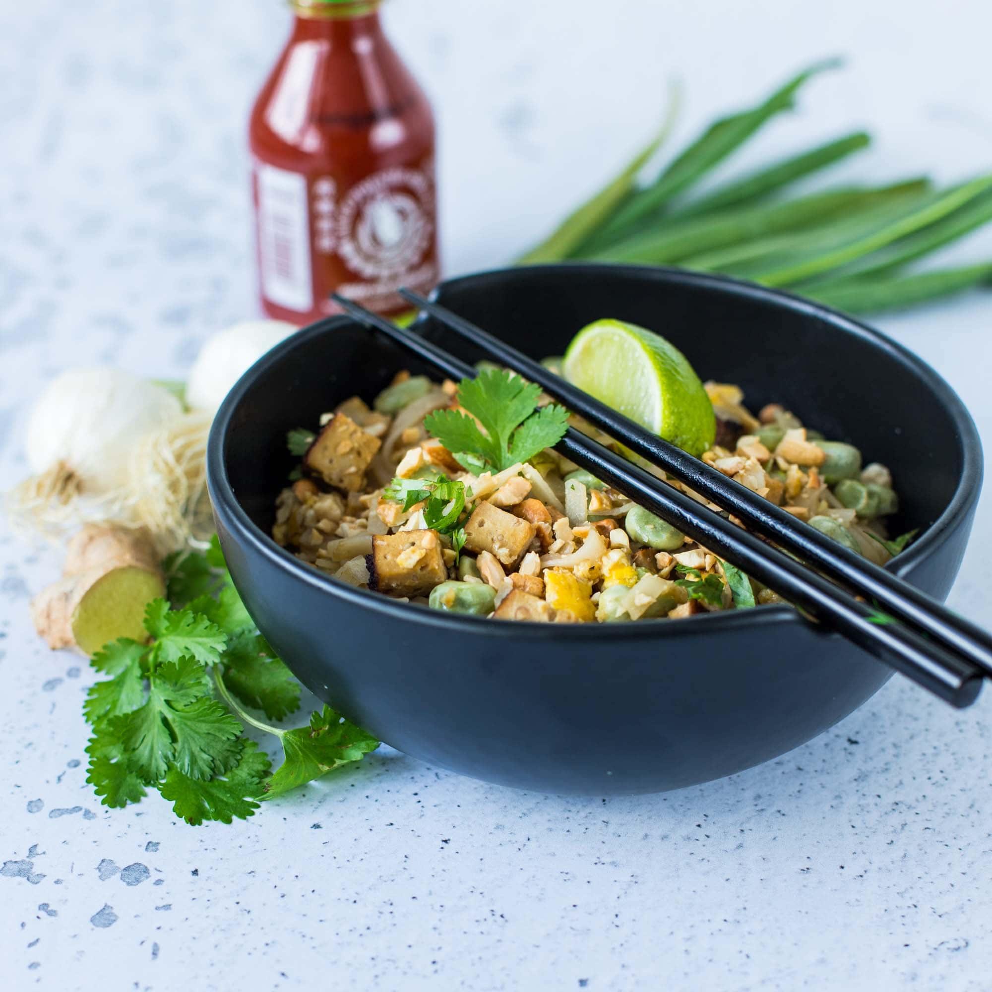 Pad thaï végétarien au fèves et tofu fumé - la cerise sur le maillot
