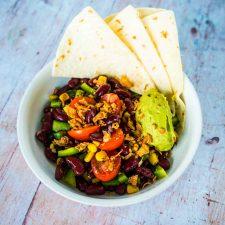 Salade mexicaine aux haricots rouges et guacamole