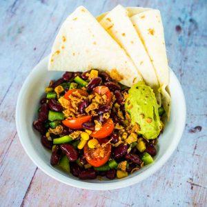 Salade mexicaine aux haricots rouges et guacamole - la cerise sur le maillot