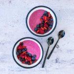 Smoothie bol aux fruits rouges - la cerise sur le maillot