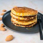 Pancakes banane-amandes - la cerise sur le maillot