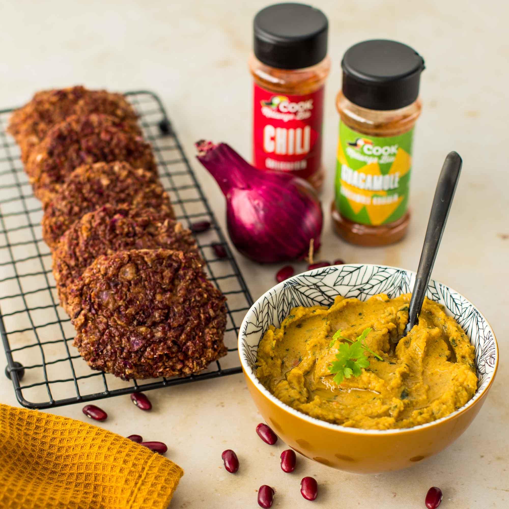 Galettes de quinoa et haricots rouges, guacamole de pois cassés - la cerise sur le maillot
